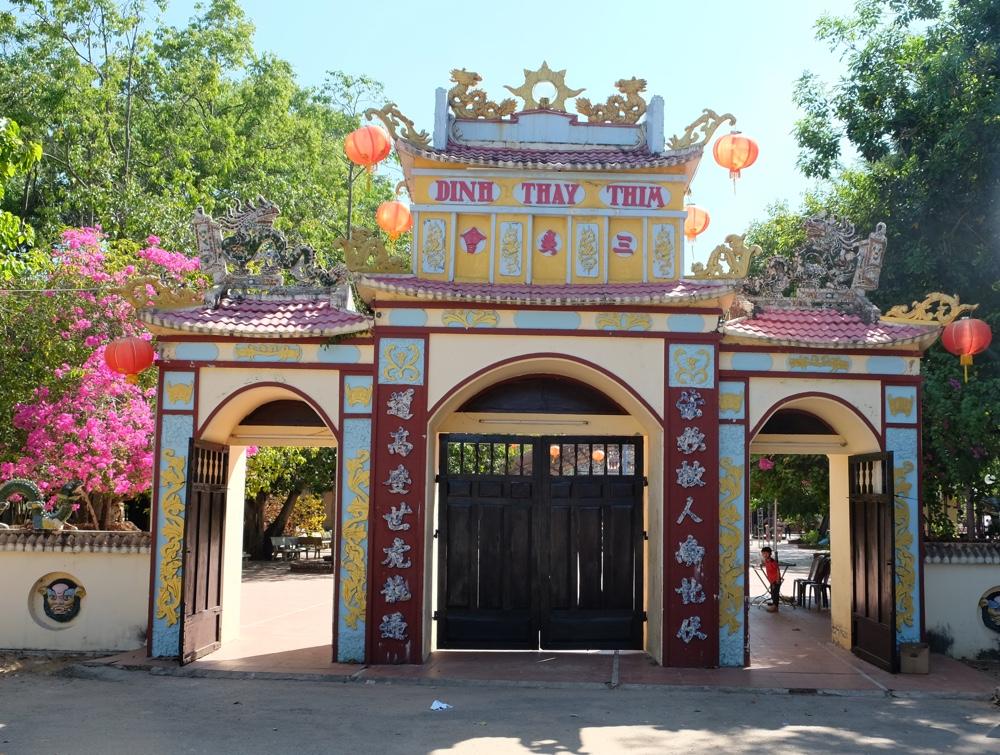 Cổng Dinh Thầy Thím