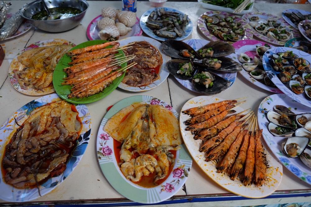 Hải sản nướng tại biển dinh Thầy Thím